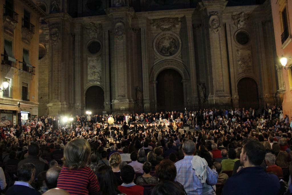 Concierto en la plaza de las Pasiegas, una de las actividades de la Noche en Blanco de Granada. Foto: Álvaro Barbero