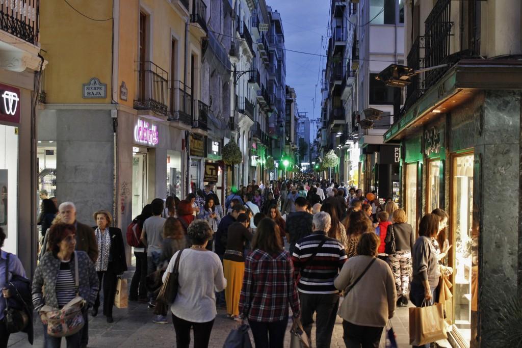 Ambiente en calle Mesones durante la Noche en Blanco de Granada. Foto: Álvaro Barbero.