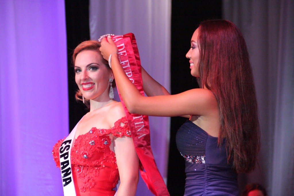 Paloma Durán en su coronación como Reina de Europa Latina. Foto: Marcos Medina