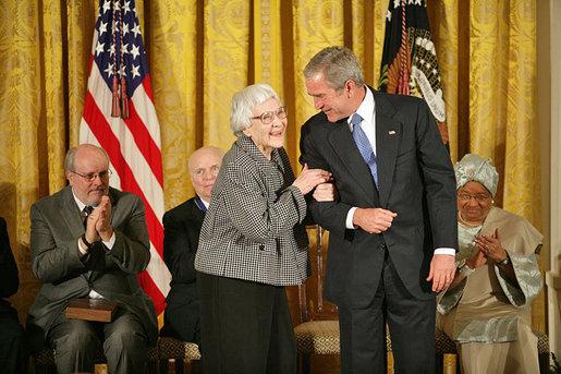 Harper Lee recibió en 2007 la Medalla de la Libertad por su lucha contra la segregación racial. Foto: The White House
