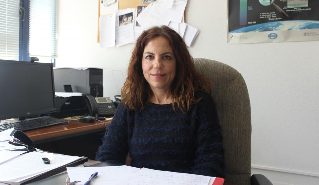 María Luisa Calvache en su despacho de la Faculta de Ciencias de la UGR. Foto: Cristina Luque