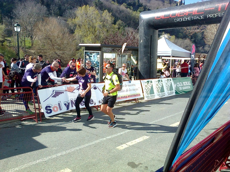 Llegada a meta de participantes en la III Carrera Solidaria Padre Manjón. Foto: Lorena Salvador
