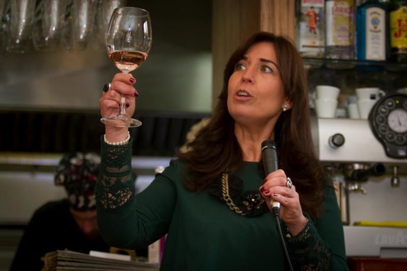 """Presentacion del vino """"Rosa"""" en el bar Juanillo Madriguera de Granada. Foto: Antonio L. Juárez"""
