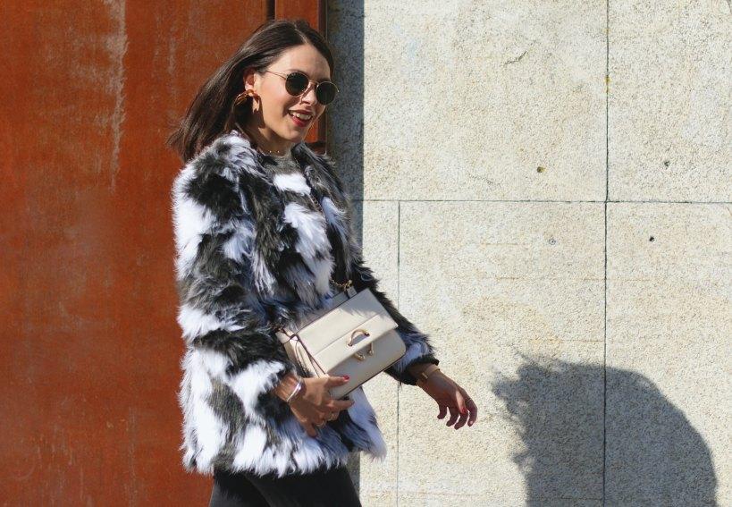 Natalia combina prendas elegantes con otras más informales