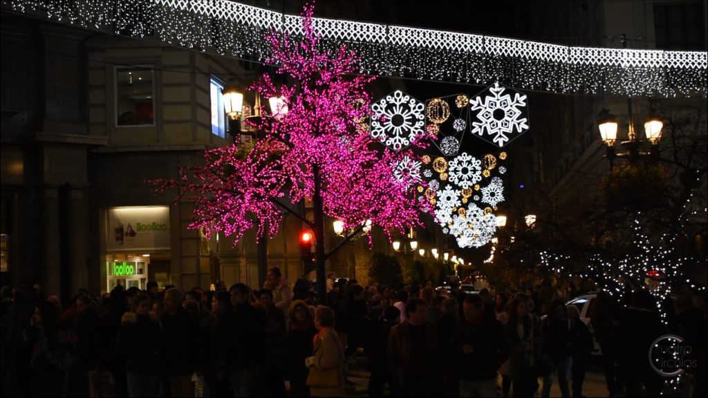 Árbol navideño en la plaza Bib-Rambla